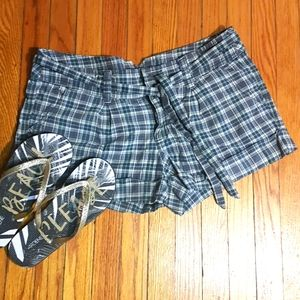 Hollister plaid cuffed shorts size 9